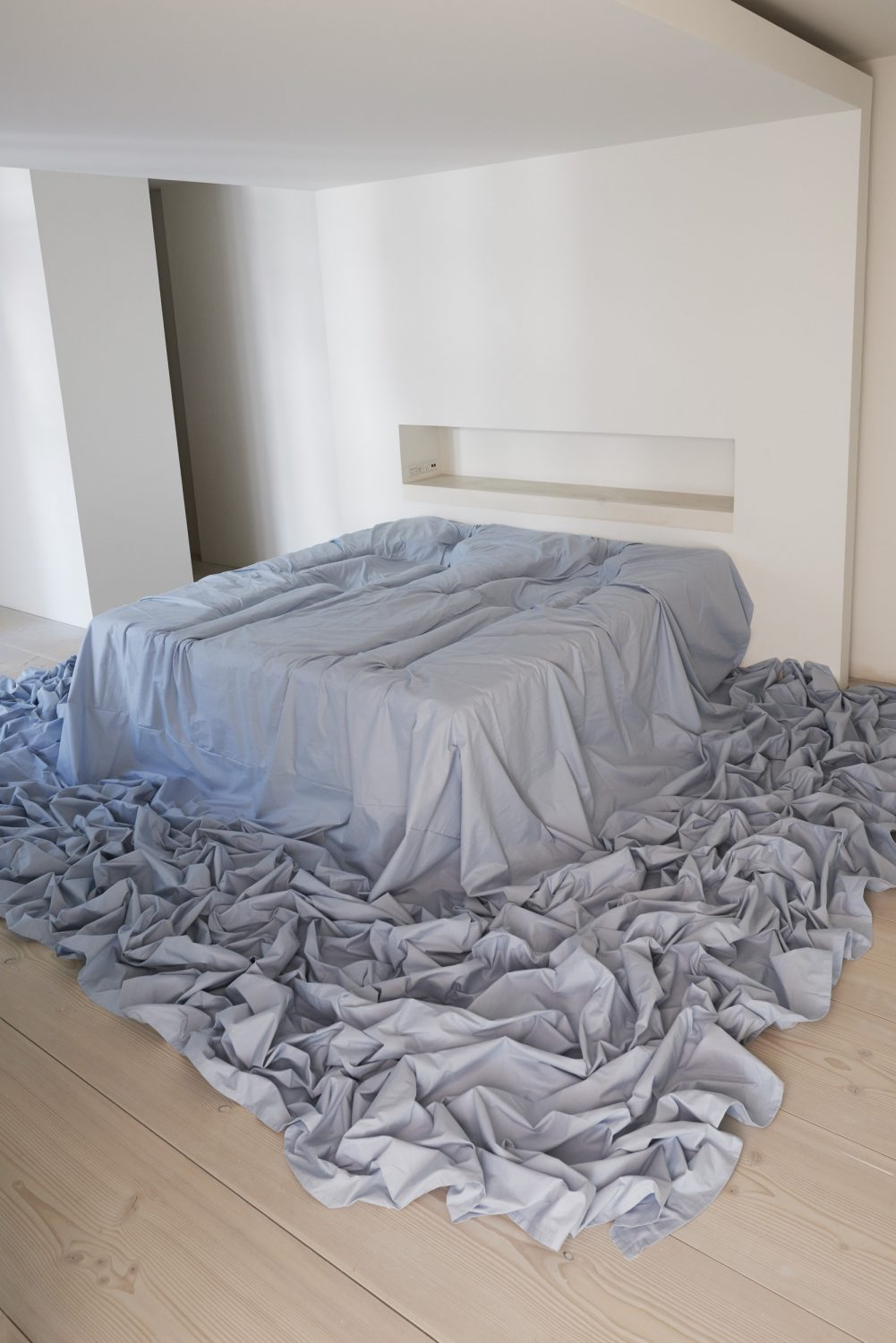 Morningblue, imprints of 2 human bodies in a blue bed_2016