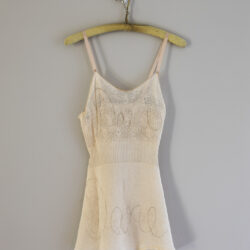 Dare, Chemise with imbroidery made of human hamre, sanger, plastic peg. 90 x 42 x 15 cm.